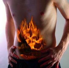 у человека огонь в желудке