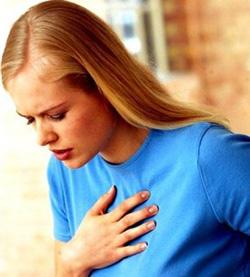 у девушки боль за грудиной
