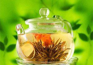чайник заваренный лекарственными травами