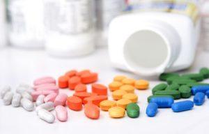 горстка рассыпанных таблеток